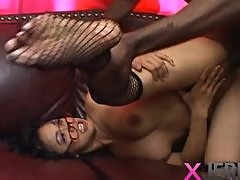 Asian chick likes black dick